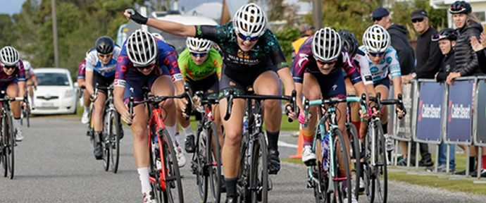 Calder Stewart - Zenovich consolidates lead and Harris womens jersey
